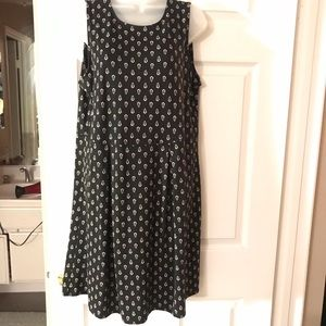 Black/white sleeveless dress